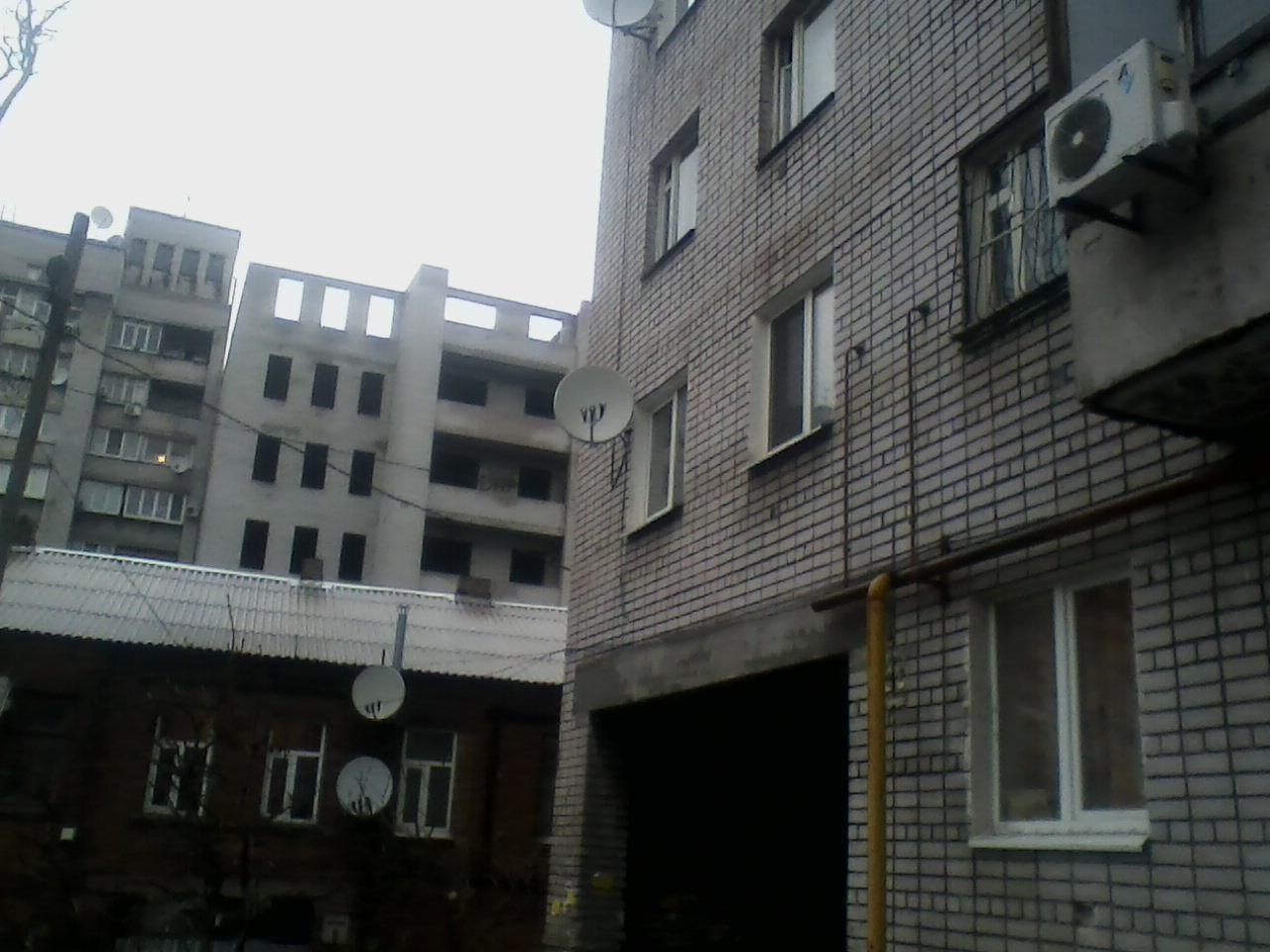 Установка спутника на высотном доме р-н 12 квартала